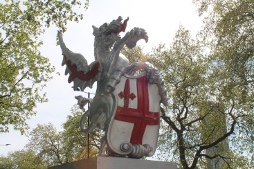 13Dragon Marking the original Western gate into old London