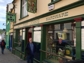 Foxy John's Pub and Hardware Store (Dingle)